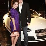 TV-Soapstar Maria Schumanski und Bald-Gatte Sven Wedig vor dem Audi TTS