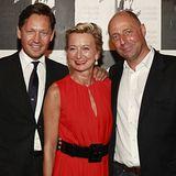 Im Gala-roten Gucci-Kleid: Susanne Asbrand-Eickhoff mit Ehemann Stefan (l.) und GALA Chef Peter Lewandowski