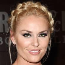 Bei ihrer Buchpräsentation in Los Angeles trägt Skirennläuferin Lindsey Vonn ihre Haare klassisch zu einem Kranz geflochten.