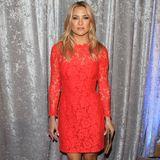 """Rot steht ihr gut! Kate Hudson zeigt sich bei den """"Courage in Journalism""""-Awards in Beverly Hills im eleganten, langärmeligen Spitzenkleid."""