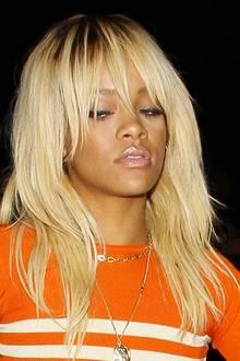 Für ein Fotoshooting ließ sie sich nun mit glatten, blonden Haaren fotografieren. Ob sich die Musikerin ihre Mähne färben lassen