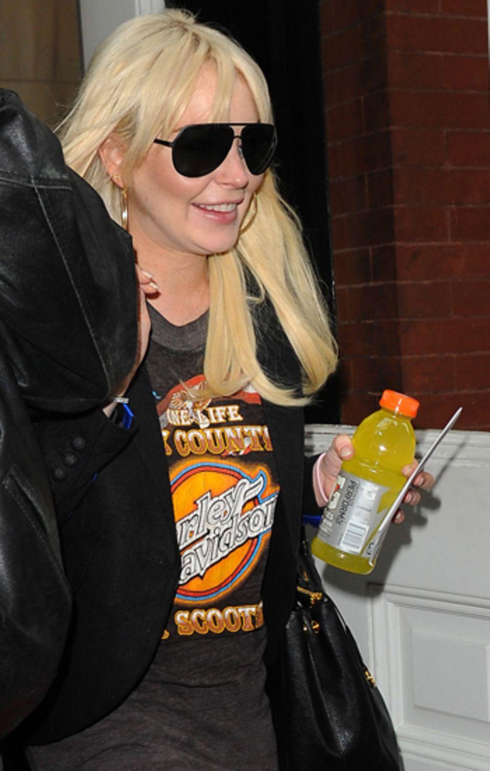 Lindsay Lohan trägt ihr gern Haar platinblond und mit Pony. Die skandalträchtige Schauspielerin sieht dadurch ihrem großen Idol