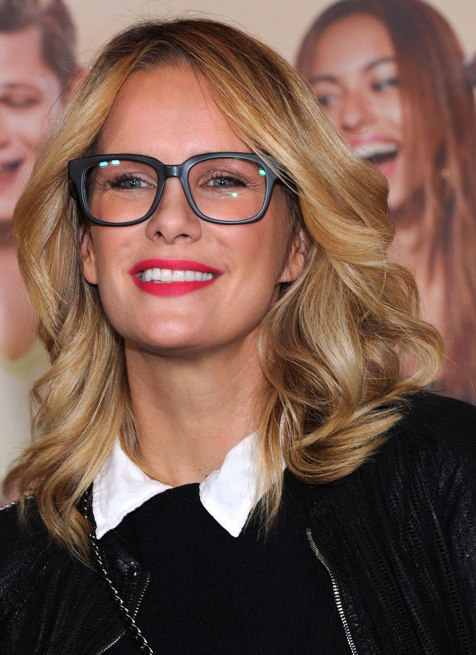 """Bei der Premiere von """"Fack ju Göthe 2"""" in München war Model und Moderatorin Monica Ivancan mit ihrer schwarzen Nerdbrille ein stylischer Hingucker."""