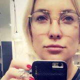 Sehr speziell, dieses Gestell! Mit dieser halb randlosen, ungewöhnlichen Brille will Kate Hudson jetzt erwachsener wirken.