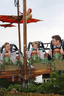 """Schauspielerin Nina Bott eröffnet mit ihrer Familie die weltweit einzigartige Themenwelt """"Drachenzähmen – Die Insel"""" im Heide Park Resort in Soltau."""