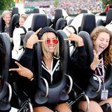 Beyoncé bleibt selbst bei einer Achterbahnfahrt cool.