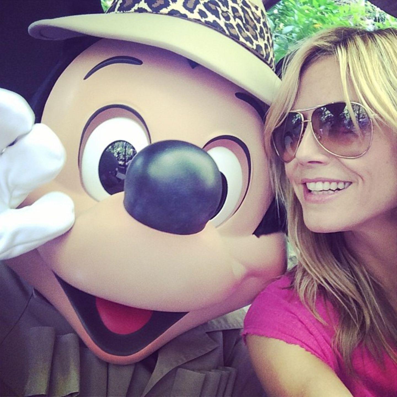 Nicht nur ihre Kinder, auch Heidi Klum selbst hat Spaß in Disneyland.