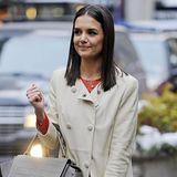 Toll gestylt ist Katie Holmes auf dem Weg zur Fashion-Show von Marchesa.