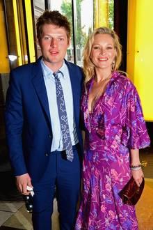 Ja? Nein? Doch! Nachdem Kate Moss sich von ihrem jungen Lover Nikolai von Bismarck (28) Ende Mai getrennt hatte, scheinen die beiden nun doch nicht voneinander lassen zu können. Nicht nur, dass sie zusammen auf der Sommer-Party des Victoria & Alberts Museums in London waren...