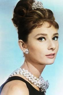 Audrey Hepburn mit klassischer Hochsteckfrisur