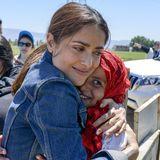 """Auf ihrer Reise in den Libanon besucht Salma Hayek ein syrisches Flüchtlingslager zusammen mit dem Kinderhilfswerk """"UNICEF"""". Rund 1,2 Millionen Syrer sind vor dem Bürgerkrieg in den Libanon geflohen, Salma Hayek ist beeindruckt vom Mut der Flüchtlingskinder."""