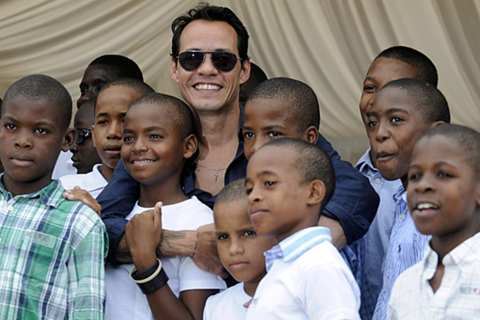 23. November 2012: Marc Anthony besucht ein Waisenhaus in La Romana in der Dominikanischen Republik, das mit Spenden der Maestro