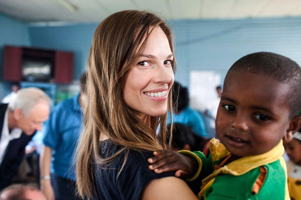Hilary Swank besucht die Dima Guranda Grundschule außerhalb der Hauptstadt Äthiopiens, Addis Ababa. Die Schauspielerin unterstützt ein Projekt, das sich für die Schulbildung von Kindern einsetzt.