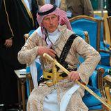 Auf Staatsbesuch in Saudi-Arabien, weiß Prinz Charles natürlich, wie er die Scheichs beeindrucken kann. In traditioneller Kleidung mit Schwert nimmt er an einem Kulturfest in der Hauptstadt Riad teil. Später hat er sogar noch bei einem Folkloretanz mitgetanzt.