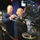 11. Februar 2014: Prinz Charles und Herzogin Camilla schauen sich in der British Broadcasting Corporation (BBC) in London um.