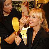 GALA Shopping Night: Schauspielerin Janin Reinhardt in der Estée Lauder Brow-Bar