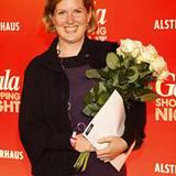 GALA Shopping Night: die strahlende Gewinnerin des 500-Euro-Shoppinggutscheins Ines Oberschmidt