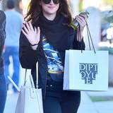 Zum Winterschlussverkauf shoppt Dakota Johnson mit ihrer Schwester in West Hollywood.