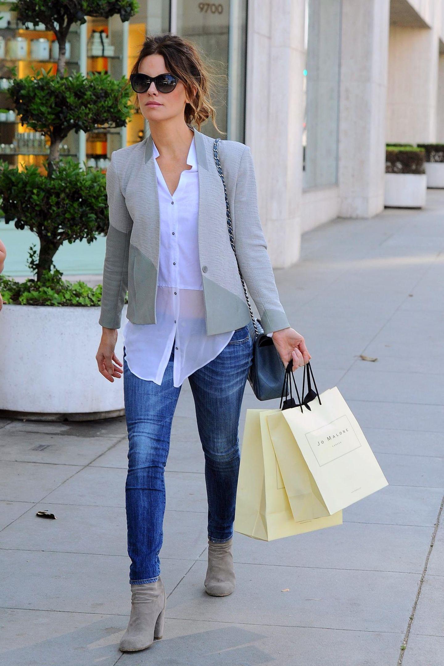Kate Beckinsale hat ausgiebig bei Jo Malone in Los Angeles eingekauft. Das verraten ihre Tüten.