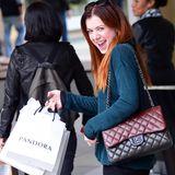 """Alyson Hannigans Einkauf bei """"Pandora"""" sorgt bei der Schauspielerin für einen Begeisterungssturm."""