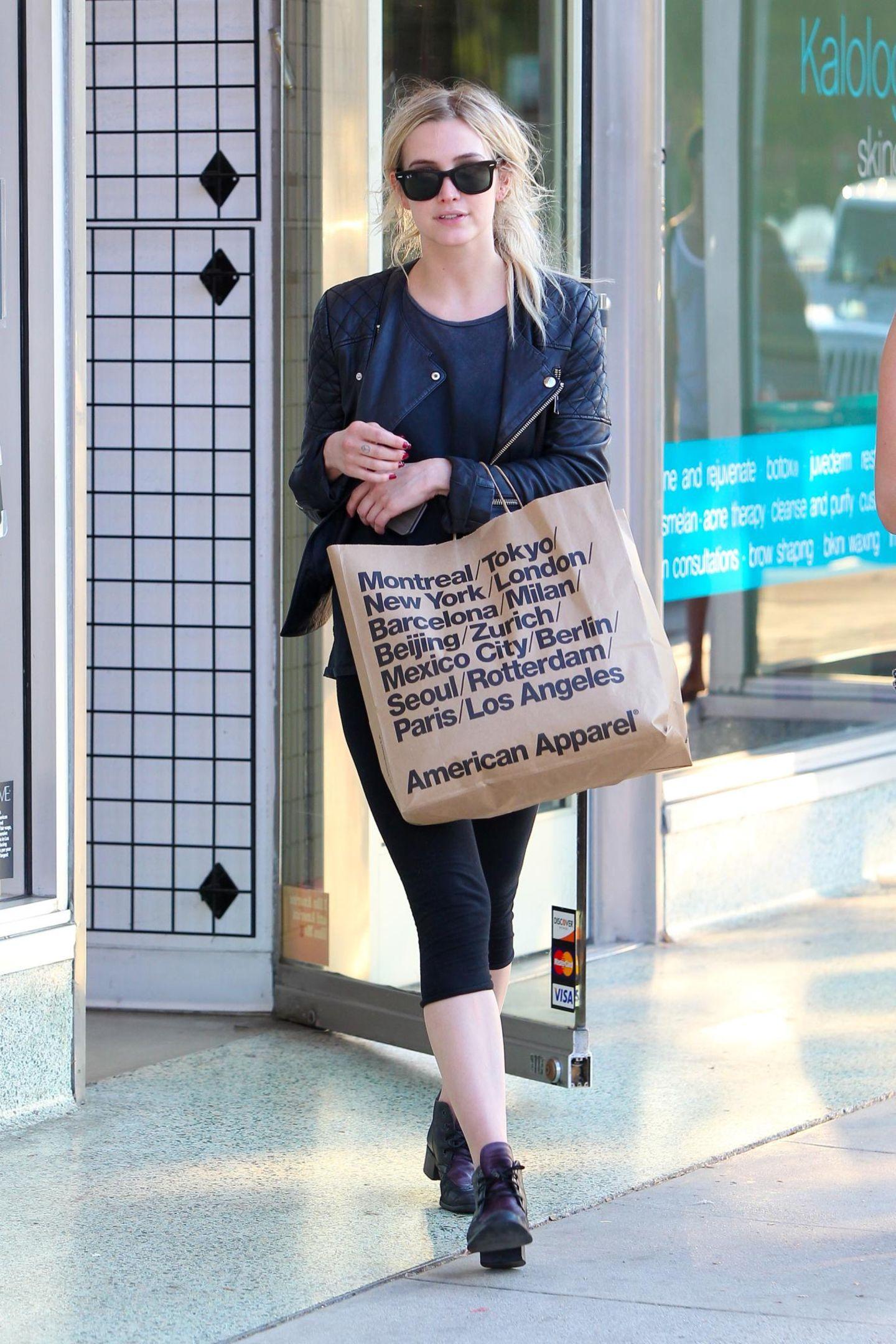 "Ashlee Simpson hat bei ""American Apparel"" in Studio City zugeschlagen."