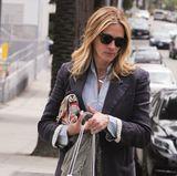 Julia Roberts deckt sich in Los Angeles mit Nintendo-Spielen ein.