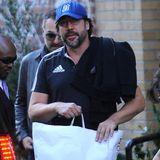 Javier Bardem geht in Manhattan bei Topman shoppen.