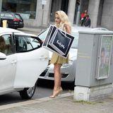 """Rita Ora kommt von einer Shoppingtour aus dem Berliner Kaufhaus """"KaDeWe""""."""