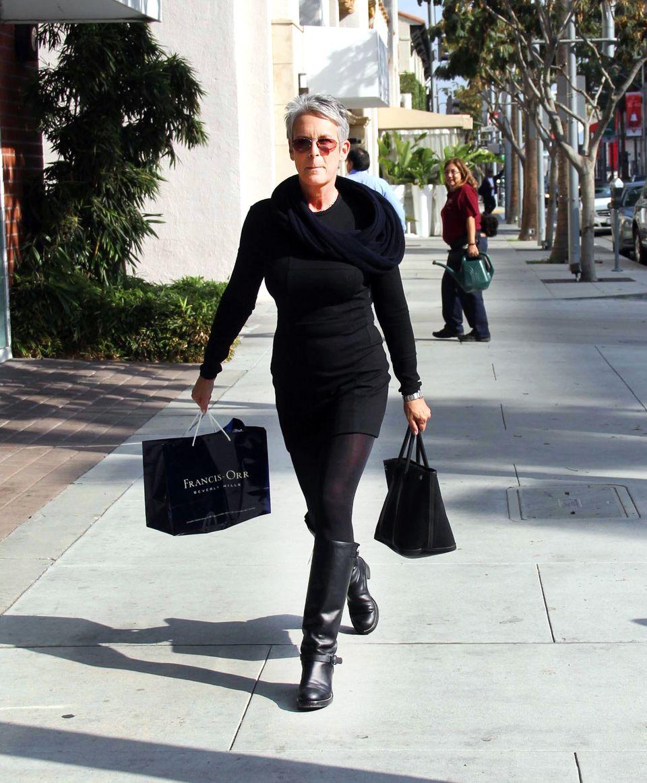 Jamie Lee Curtis ist in Beverly Hills auf Shopping-Streifzug.