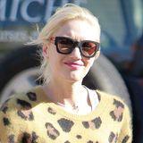 Leopard zum Kuscheln: Gwen Stefani hat's im Cashmere-Pulli mit Animal-Print richtig gemütlich.