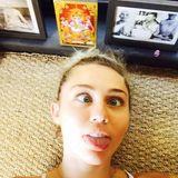 Miley Cyrus kann es nicht lassen: Zunge raus, Schielaugen - Miley Cyrus wie wir sie kennen!