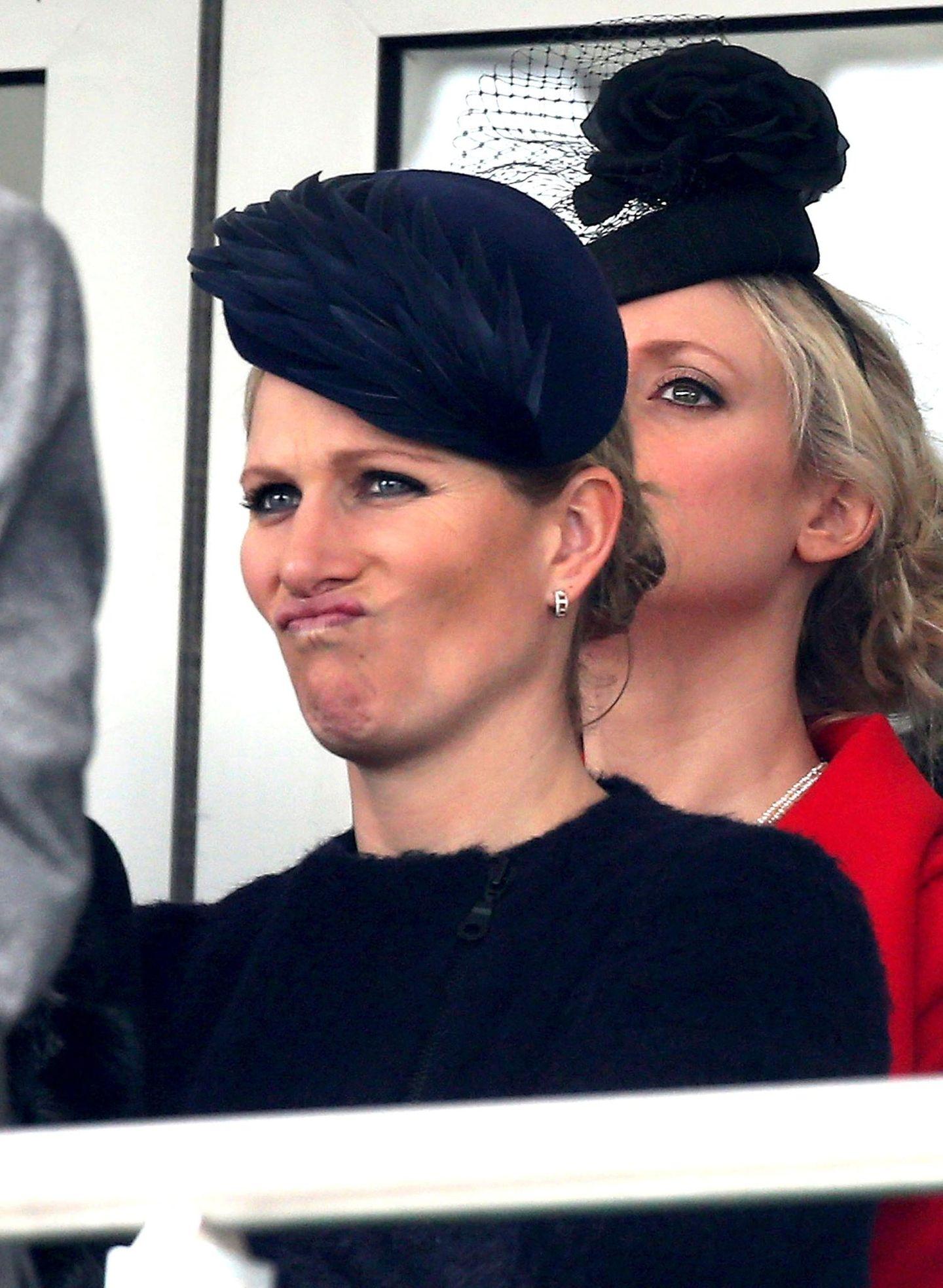 Das Pferderennen scheint nicht zu Zara Phillips Zufriedenheit ausgegangen sein.