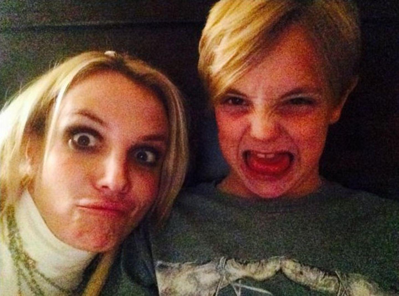 Britney Spears findet immer Zeit um mit ihren Jungs rumzualbern.
