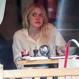 Ob es Dakota Fanning nicht schmeckt? Beim Mittagessen in einem Restaurant in New York City verzieht sie das Gesicht.