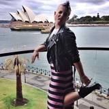 Kelly Osbourne posiert mit Zunge raus vor der Oper in Sydney und dankt ihren asutralischen Fans für den wunderbaren Aufenthalt in der Metropole.