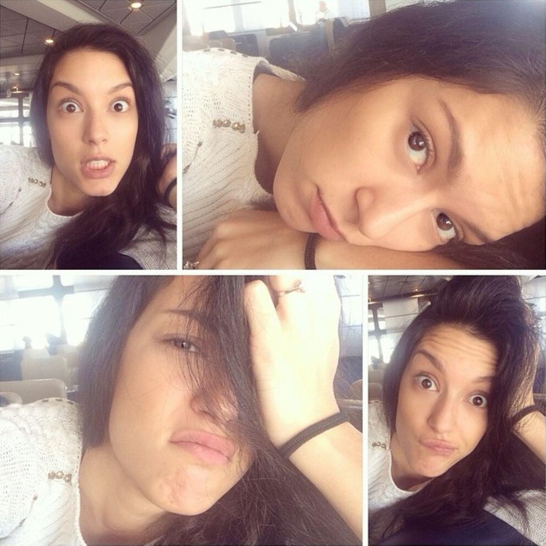 Schon seit drei Stunden wartet Rebecca Mir jetzt am Flughafen. Aus reiner Langeweile schneidet sie für Instagram ein paar Grimassen.