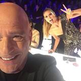 """Heidi Klum feiert das großartige Finale von """"America's Got Talent"""" - Photobomb inklusive."""