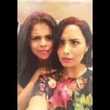 Selena Gomez und Demi Lovato konkurrieren im Grimassenschneiden. Wir finden beide sehr gut.