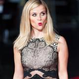 """Reese Witherspoon spitzt beim """"BFI London Film Festival"""" die Lippen um etwas zu sagen."""