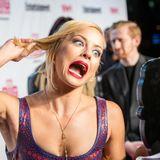 """Die Schauspielerin Amy Paffrath hat genug von hübschen Bildern auf dem roten Teppich: Beim """"Entertainment Weekly Award"""" in New York schneidet sie diese lustige Grimasse."""