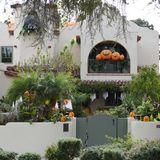 Jedes Jahr funktioniert Alyson Hannigan ihr Haus in Los Angeles zu einer Gruselvilla um.