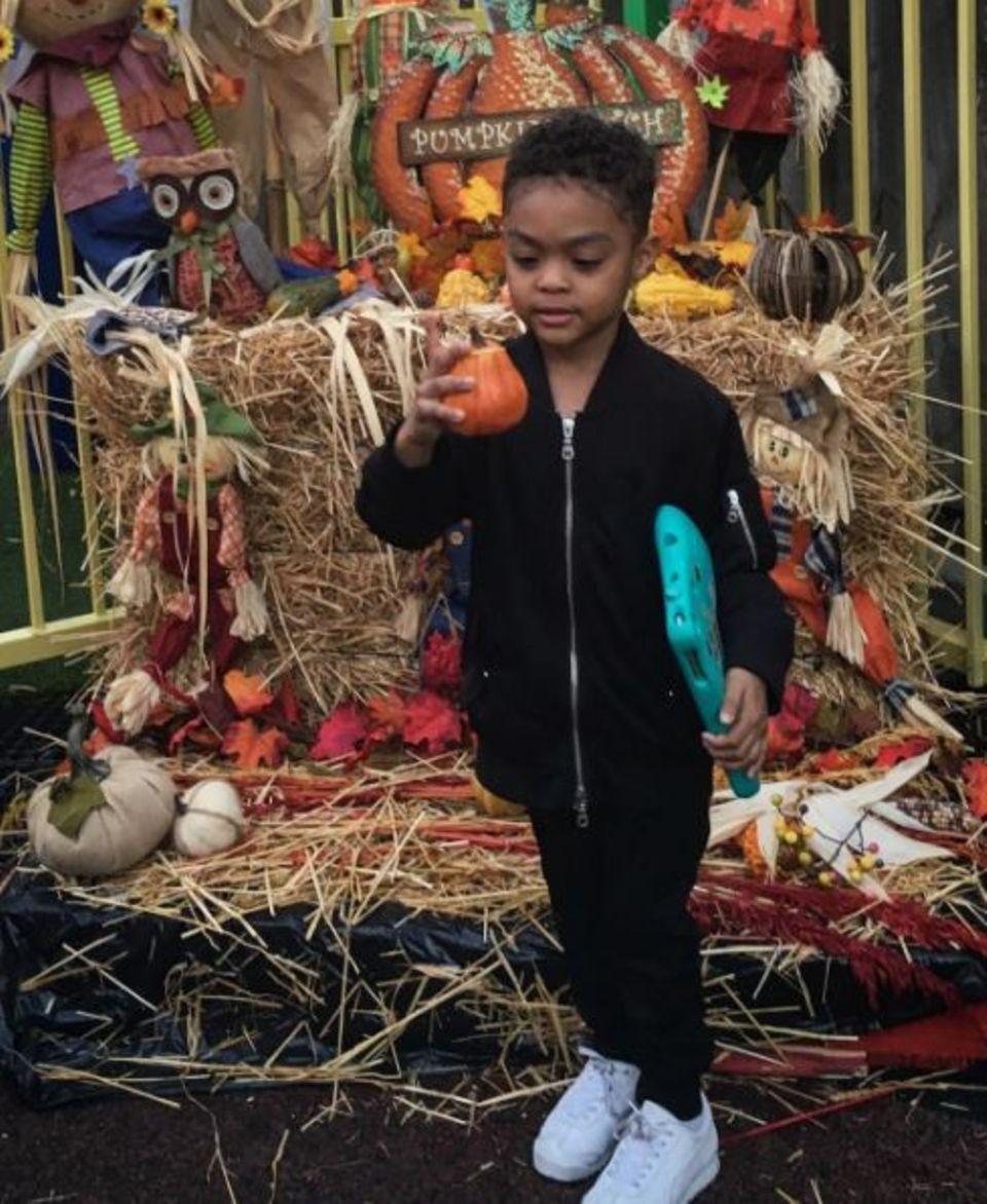"""Rapper """"50 Cent"""" postet auch mal niedliche Sachen: """"Mein kleiner Junge macht sich bereit für Halloween"""" - schreibt der stolze Papa zu diesem süßen Foto."""