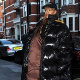 Ein Sommer in London ist zwar nicht immer der Wärmste, aber so kalt? Sängerin Rihanna verließ am gestrigen Freitag das Luxuskaufhaus Harrods in London mit einem dicken Daunenmantel.