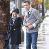28. Februar 2014: Reese Witherspoon und ihr Mann Jim Toth trotzen dem regnerischen Wetter, als sie aus einem Restaurant in Venice Beach kommen.