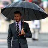 David Beckham holt gemeinsam mit Prinzessin Anne und dem Londoner Bürgermeister das Olympische Feuer aus Athen ab. Von dem Schmu