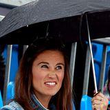 Skeptisch guckt Pippa Middleton bei einem Tennisturnier in London in den Himmel.