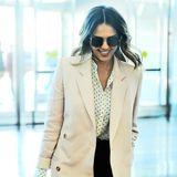 Jessica Alba freut sich New York nach einem Businessmeeting wieder zu verlassen.