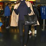 Das Model Miranda Kerr kommt am New Yorker Flughafen JFK an.