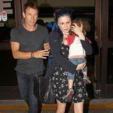 Stephen Moyer und Anna Paquin kommen mit ihren Zwillingen am Flughafen in Los Angeles an.
