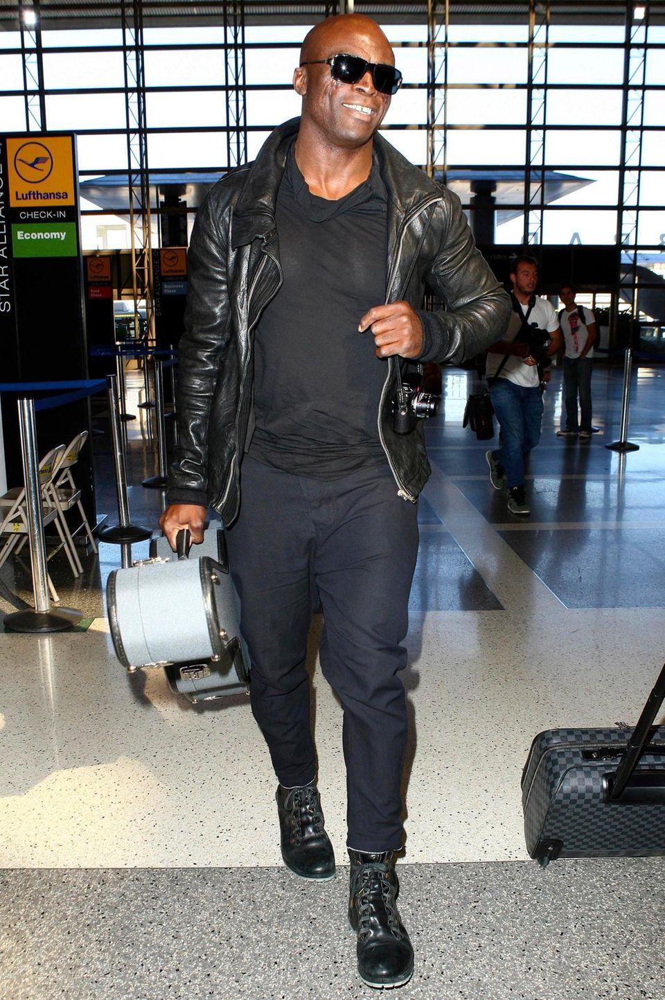 Seal verlässt Los Angeles. Mit dabei hat der Sänger natürlich seine Gitarre.